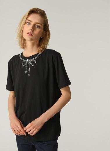People By Fabrika Kadın Yaka Taş İşlemeli Tişört PFKSS21TS0060 Siyah